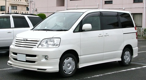 1280px-2001-2004_Toyota_Noah