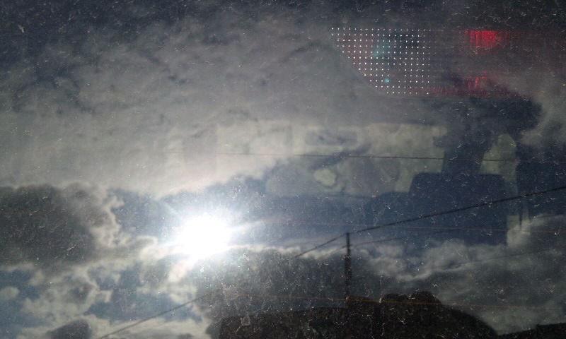 硝子に映る太陽