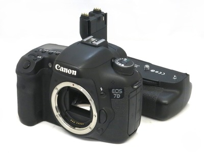 canon_7d_bg-e7_a