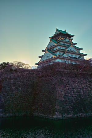 日の出と共に大阪城