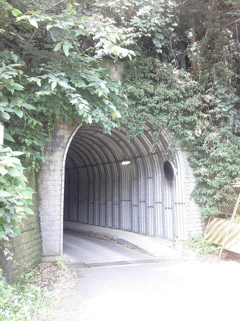 打越トンネル極楽寺側入り口