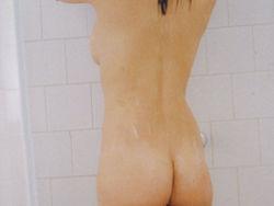 新写真集発売で小倉優香全裸シャワー濡れ横乳とお尻丸出しで完全に見える