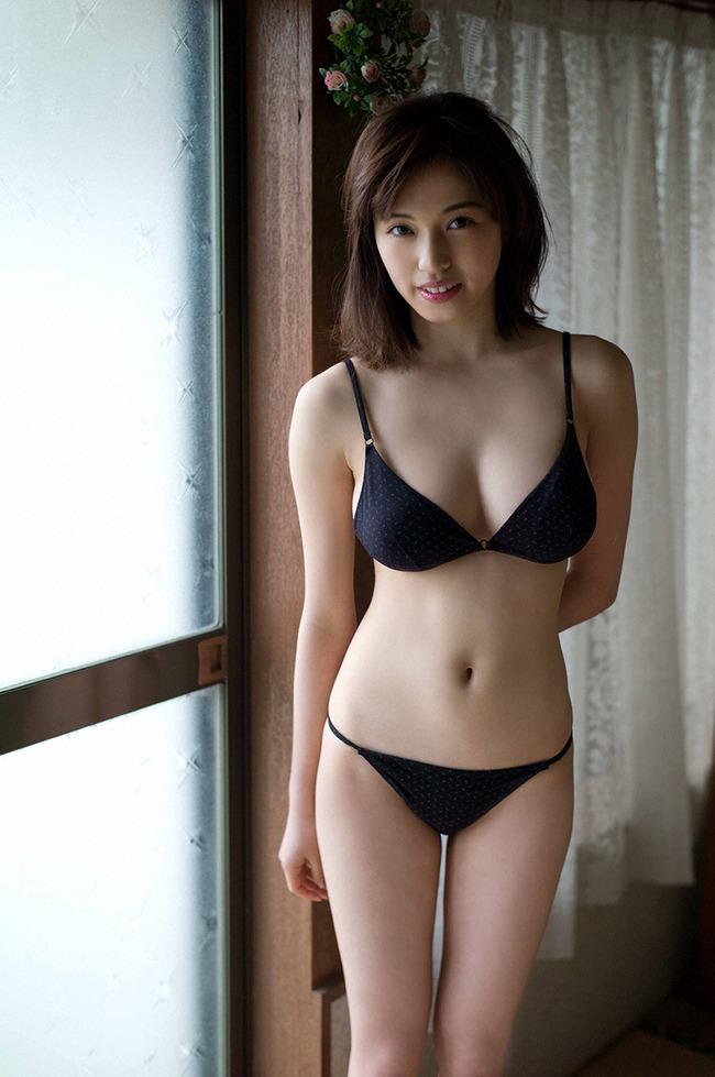 MIYU 巨乳 グラビア (24)