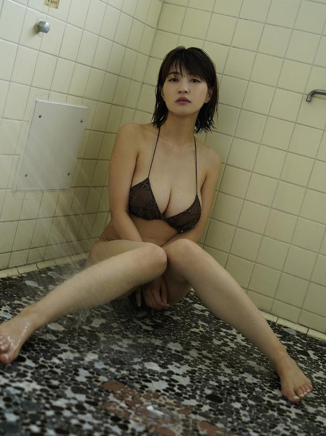 岸明日香 巨乳 エロい (11)
