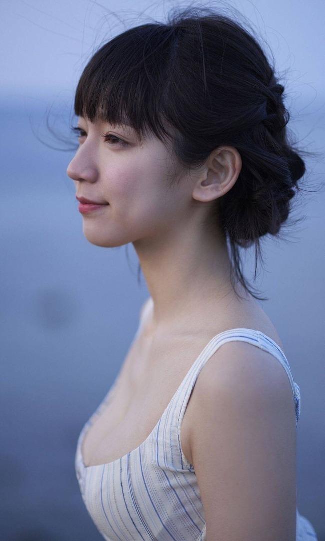 吉岡里帆 かわいい グラビア画像 (25)