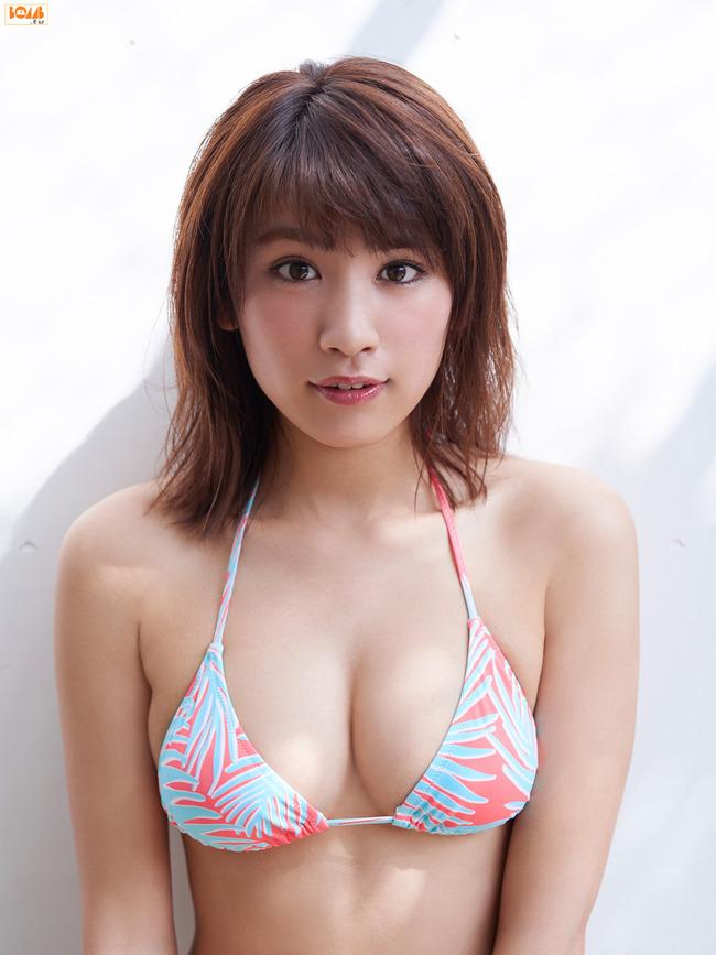 久松郁実 巨乳 グラビア画像 (12)