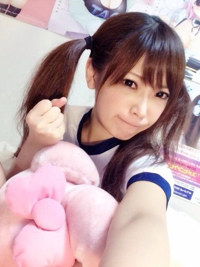 体操服コスプレの藤田恵名