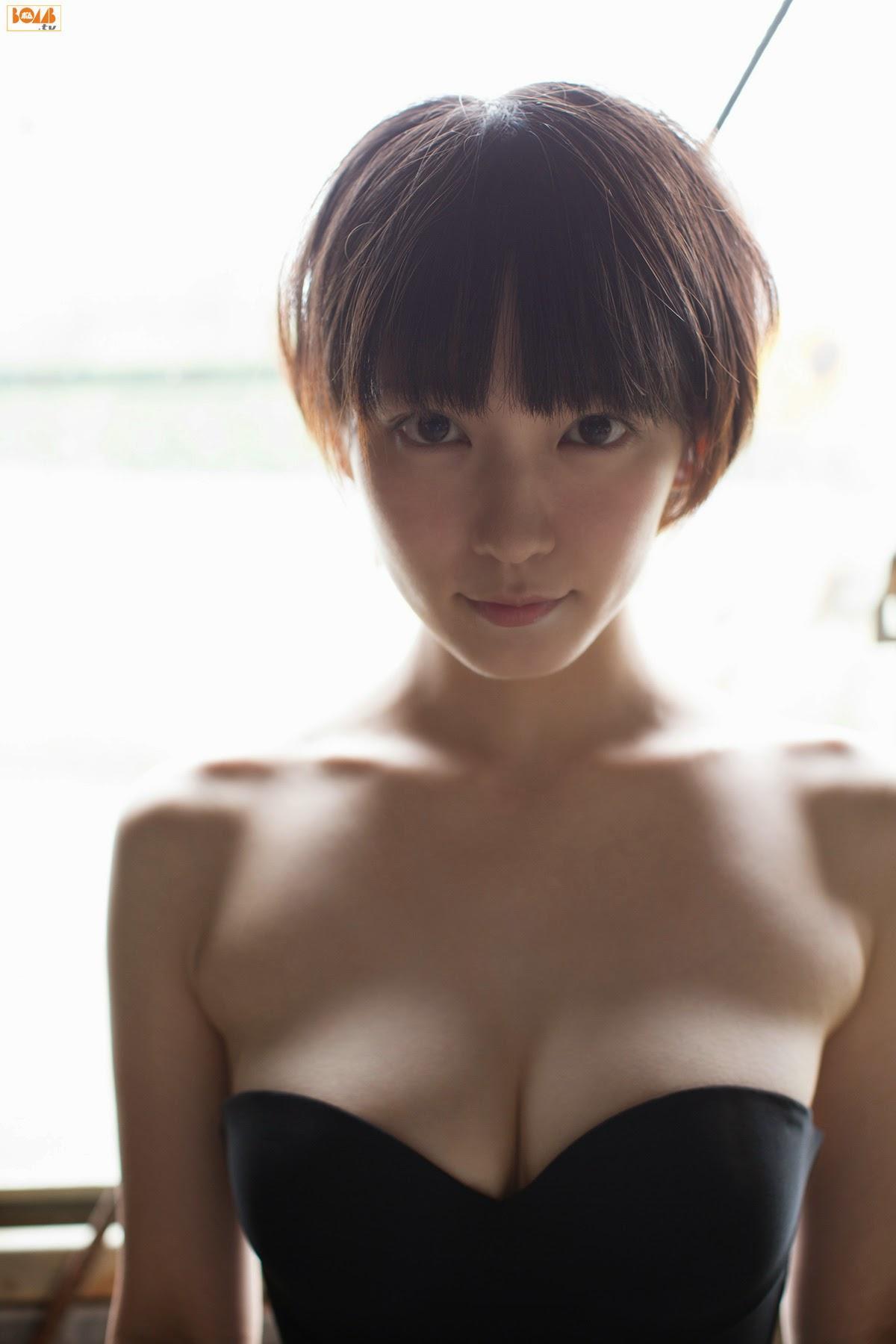 デビュー当時から存在がかわいいと言われるほど可愛かった吉岡里帆ってどの画像見てもかわいいよな(*´▽`*)ww×37P 表紙