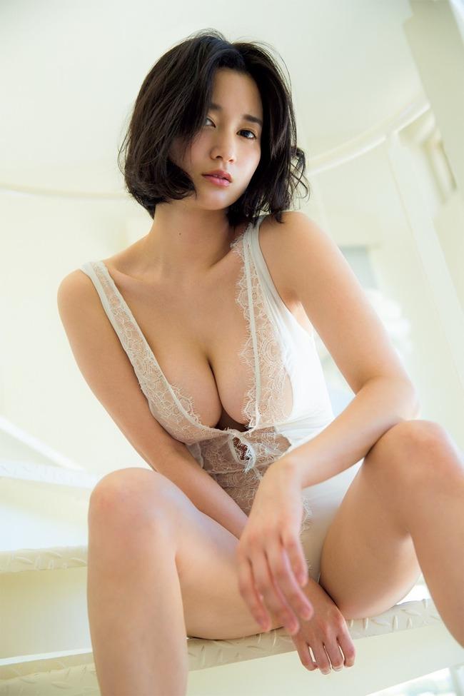 出口亜梨沙 巨乳 グラビア画像 (35)