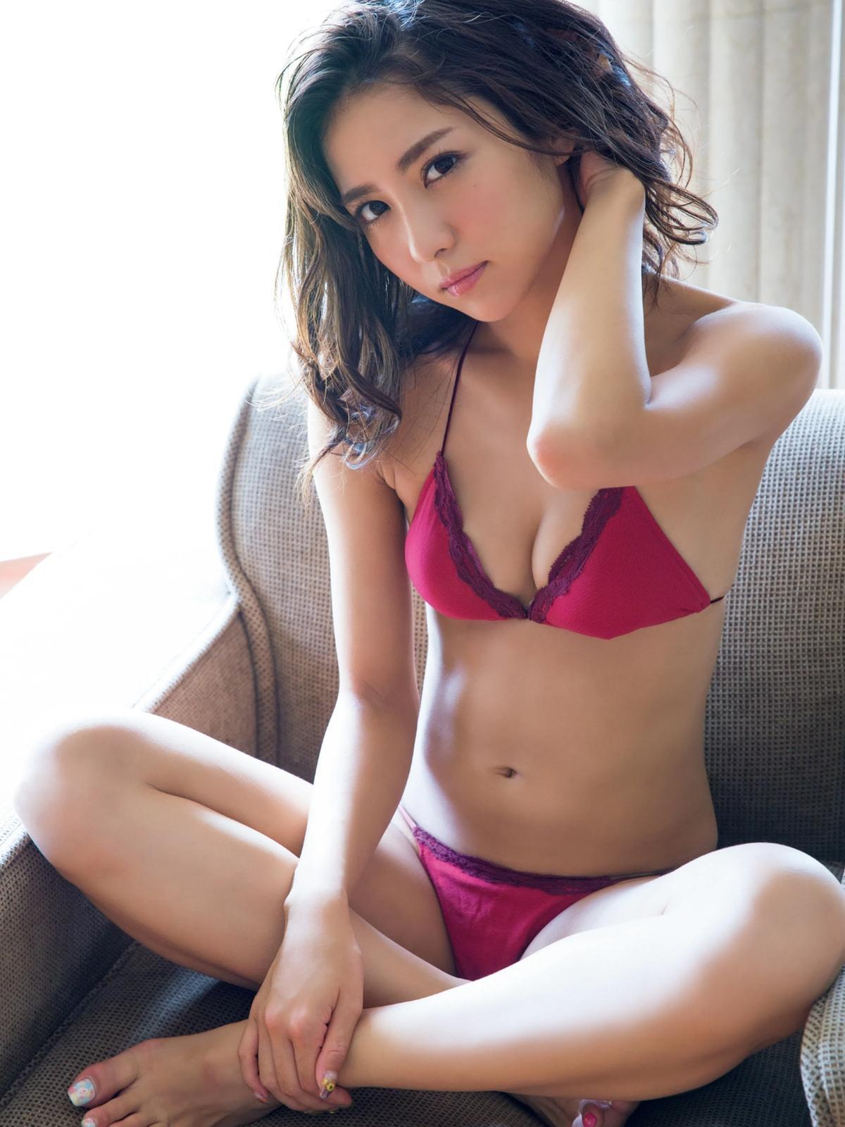 スタイルよし、おっぱいよしの素晴らしすぎる石川恋のグラビアをまとめてみたぞ(*´▽`*)ww×43P 表紙