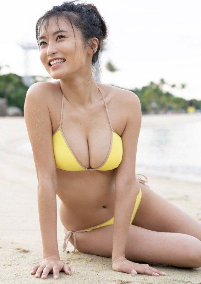 小島瑠璃子 美乳 グラビア画像 (1)