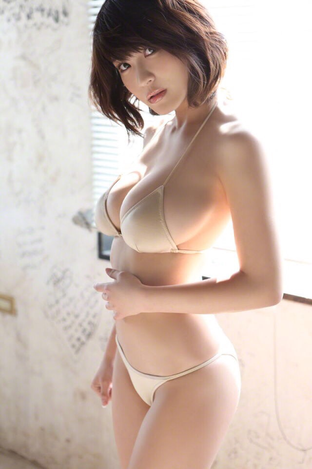 岸明日香 巨乳 エロい (30)
