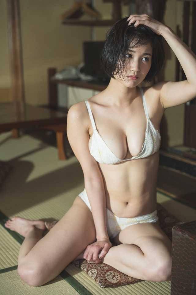 出口亜梨沙 巨乳 グラビア画像 (11)