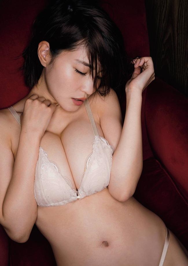 岸明日香 巨乳 エロい (13)