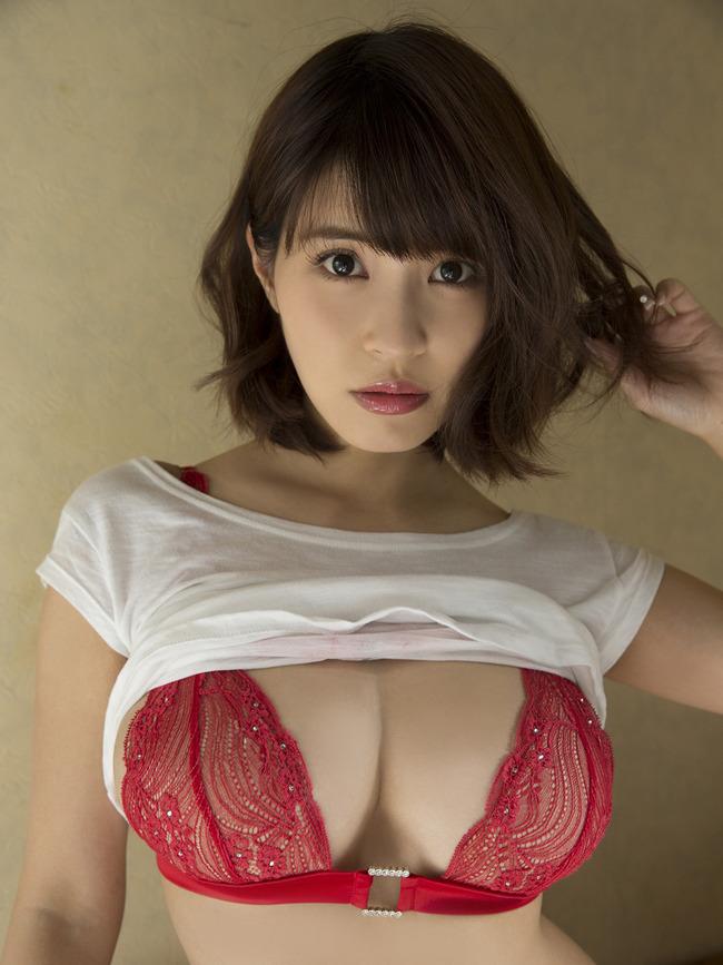 岸明日香 巨乳 エロい (1)