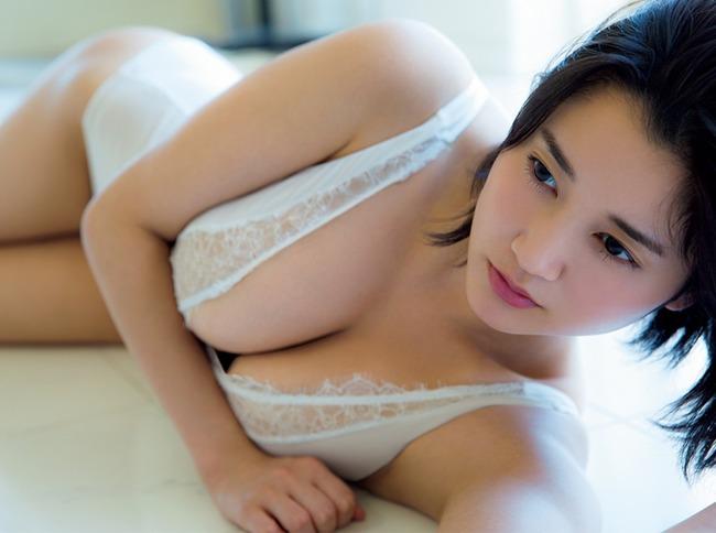 出口亜梨沙 巨乳 グラビア画像 (31)