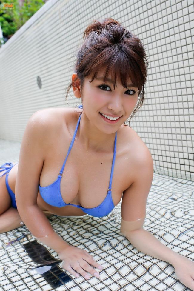 久松郁実 巨乳 グラビア画像 (8)