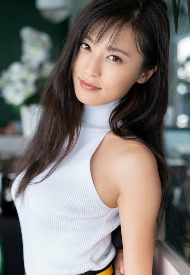 小島瑠璃子 美乳 グラビア画像 (8)