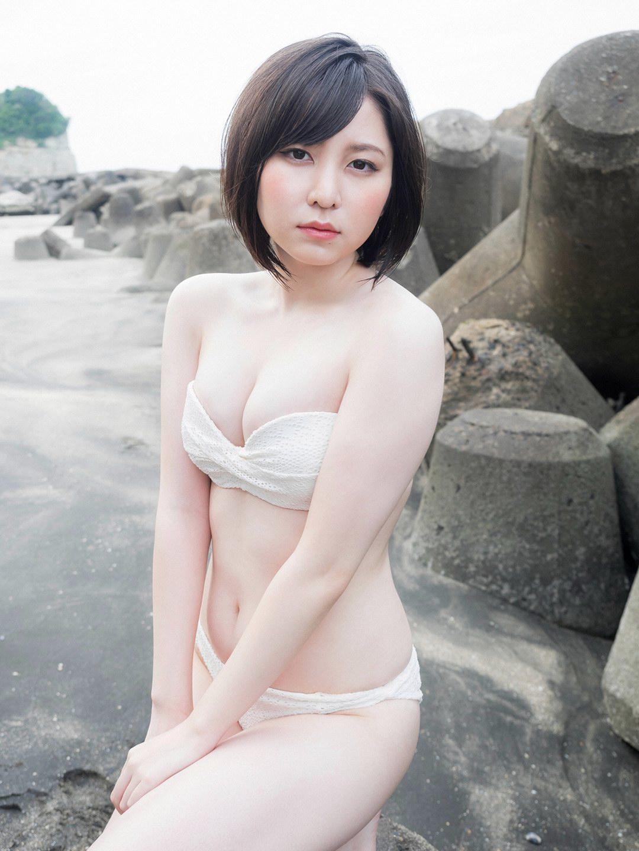 程よくムチッとしているカラダが結構好きな岩田華怜がアイドルのオーラ全開でめっちゃ好きだわ(*´▽`*)ww×40P 表紙