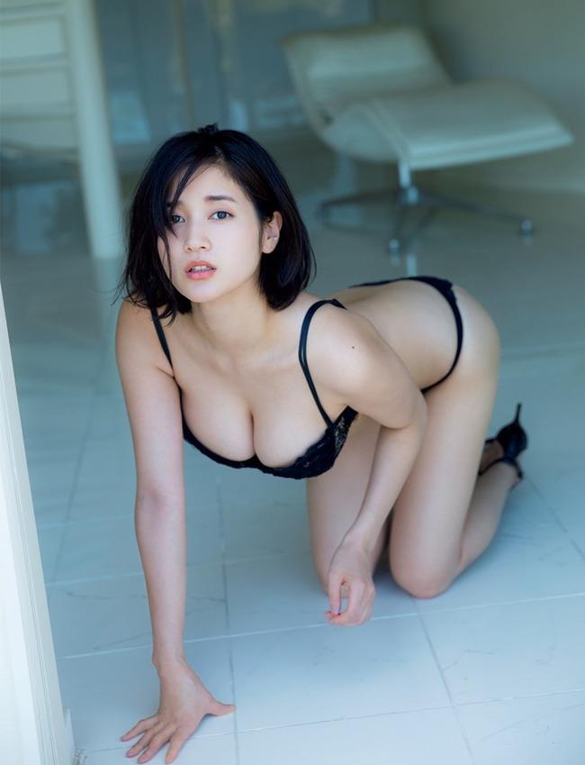 出口亜梨沙 巨乳 グラビア画像 (30)