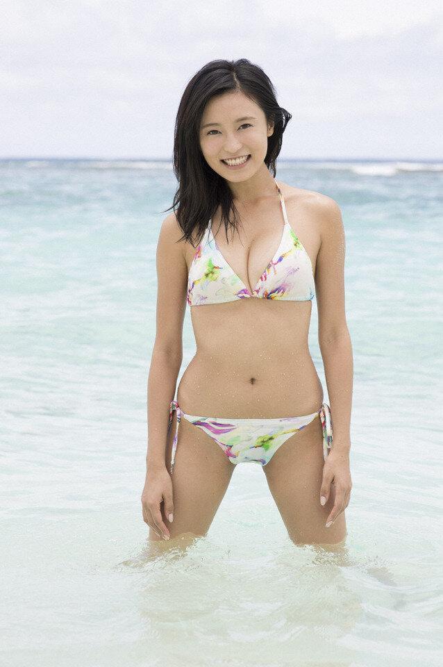 小島瑠璃子 美乳 グラビア画像 (19)