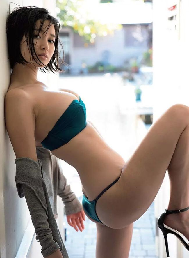 出口亜梨沙 巨乳 グラビア画像 (23)