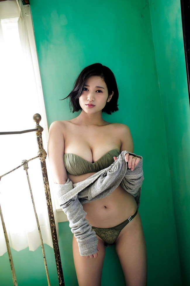 出口亜梨沙 巨乳 グラビア画像 (24)