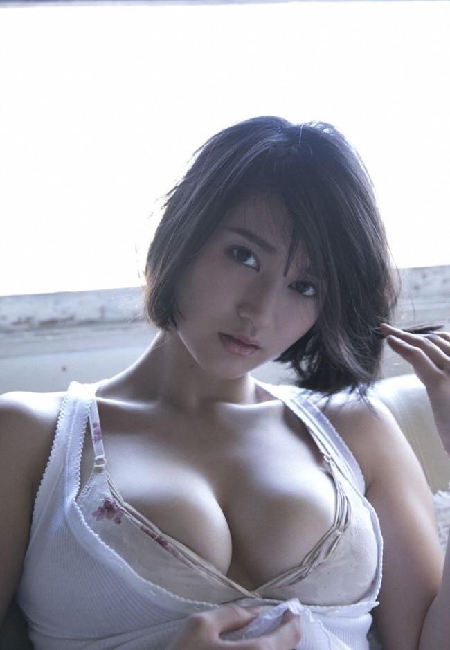 出口亜梨沙 巨乳 グラビア画像 (26)