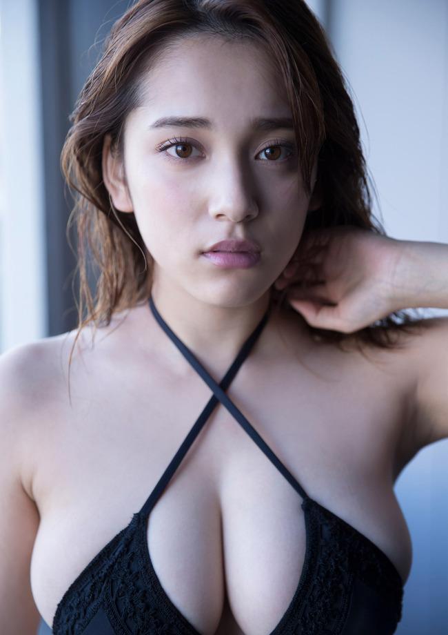 都丸紗也華 巨乳 グラビア画像 (11)