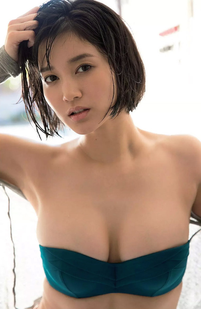 出口亜梨沙 巨乳 グラビア画像 (22)