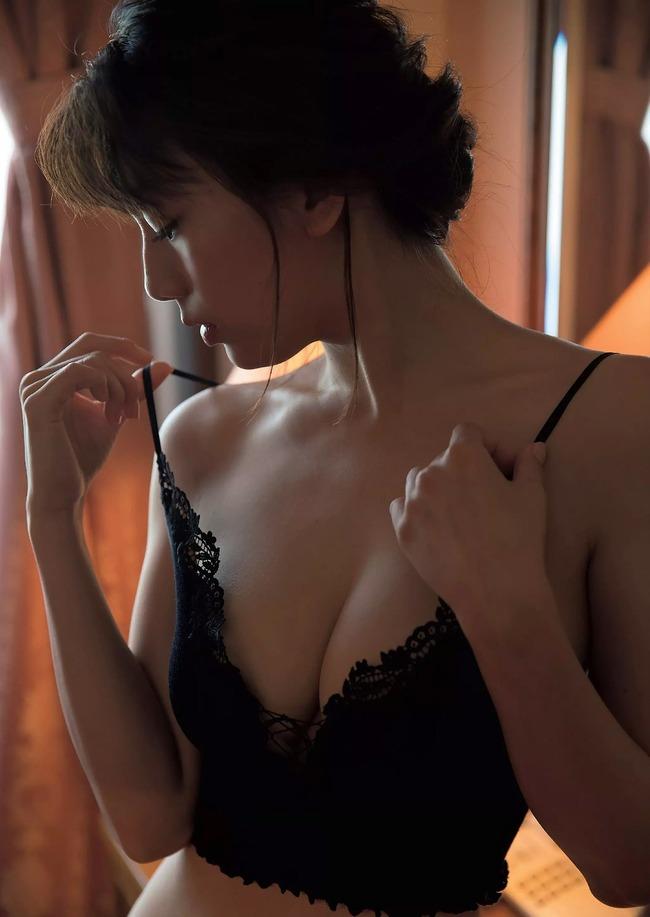 佐藤美希 巨乳 グラビア画像 (26)