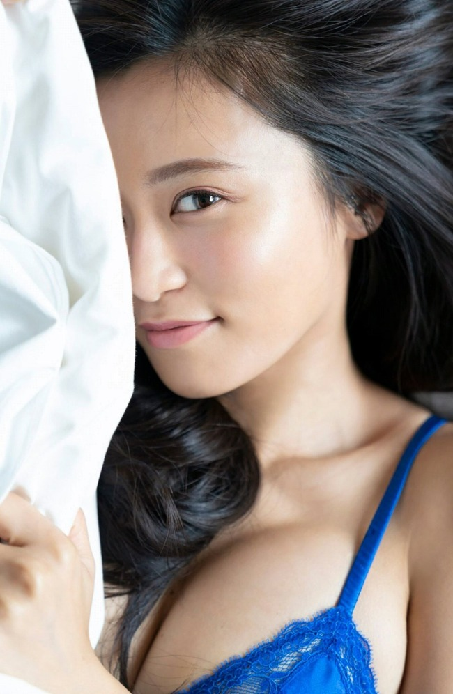 小島瑠璃子 美乳 グラビア画像 (11)