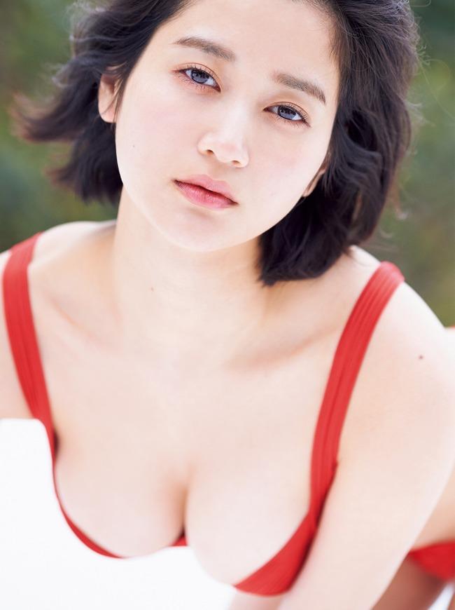 出口亜梨沙 巨乳 グラビア画像 (18)