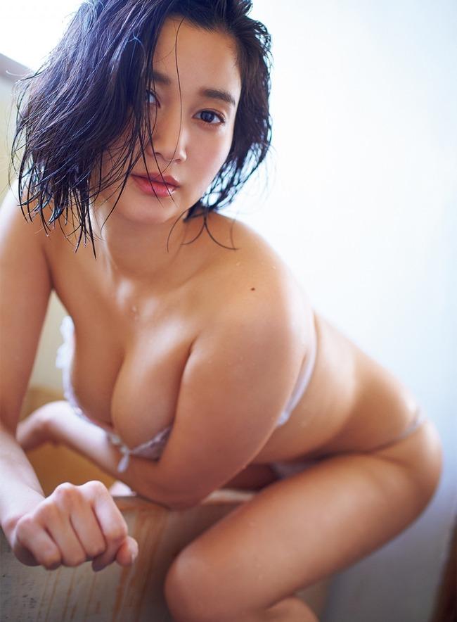 出口亜梨沙 巨乳 グラビア画像 (8)