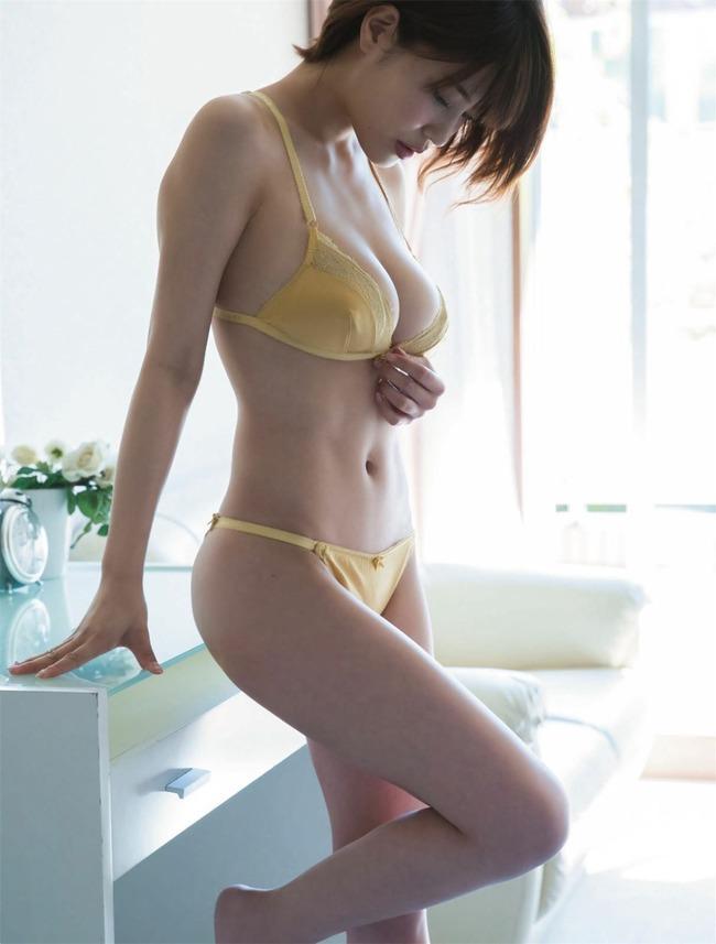 岸明日香 巨乳 エロい (16)