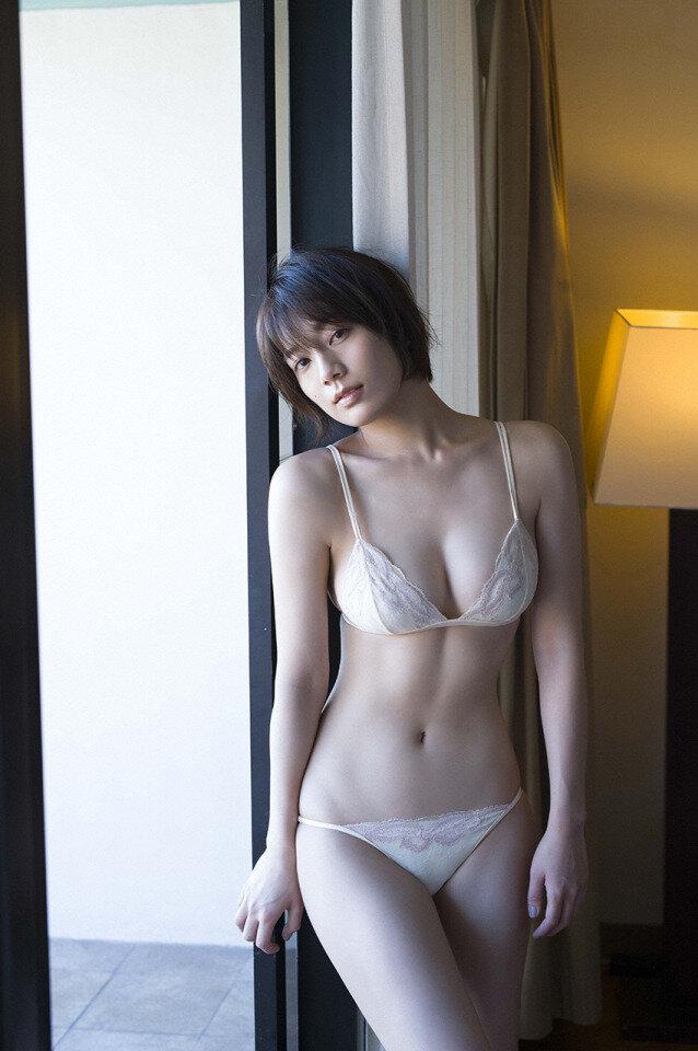 佐藤美希 巨乳 グラビア画像 (13)