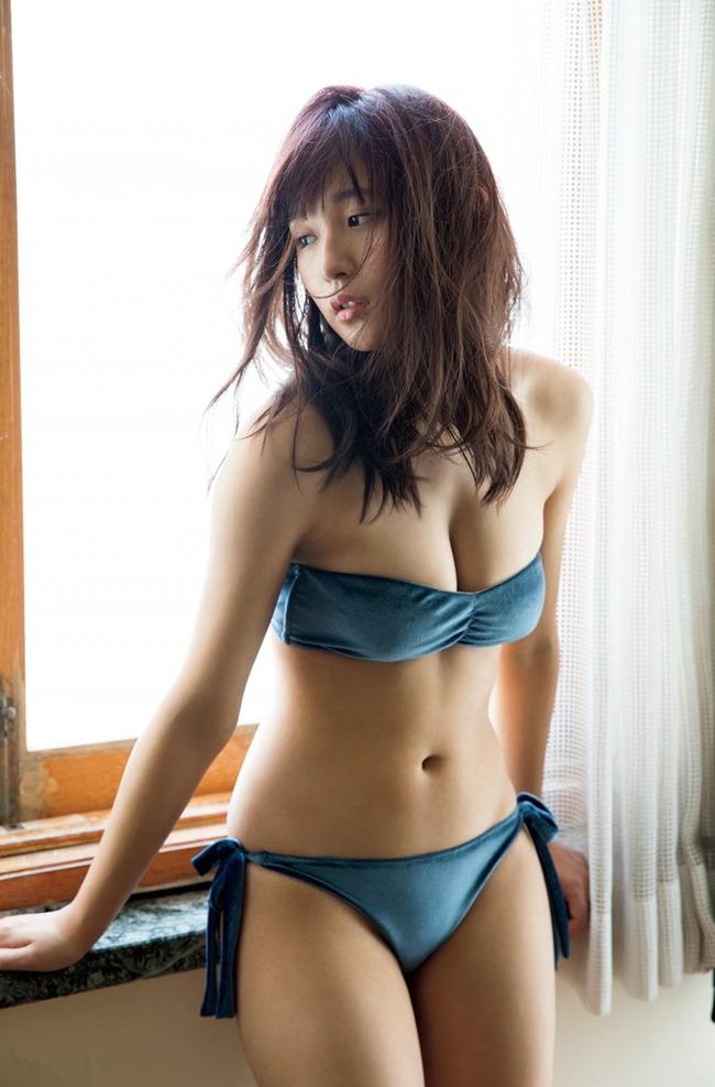 浅川梨奈 美乳 グラビア画像 (16)