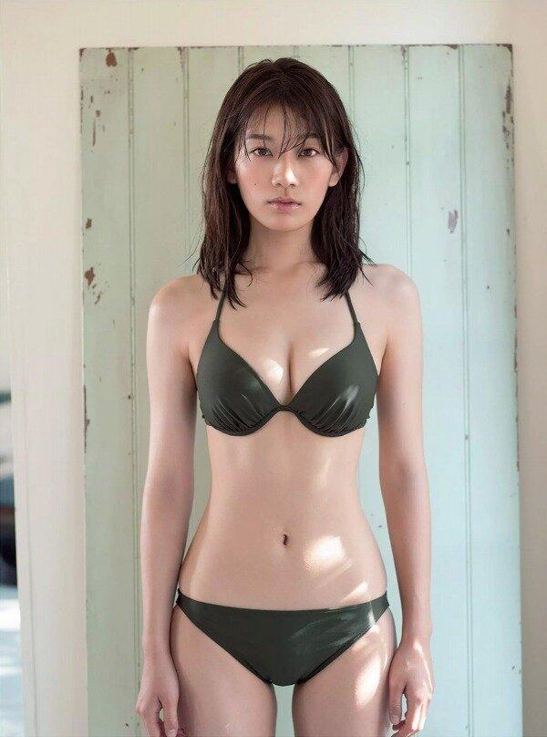 佐藤美希 巨乳 グラビア画像 (24)