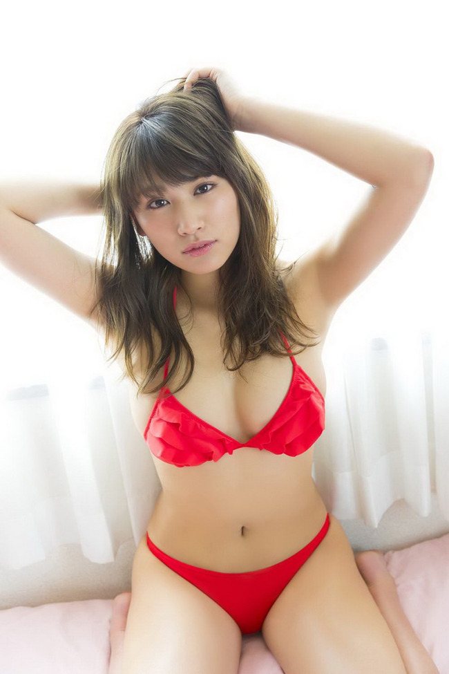 久松郁実 巨乳 グラビア画像 (33)