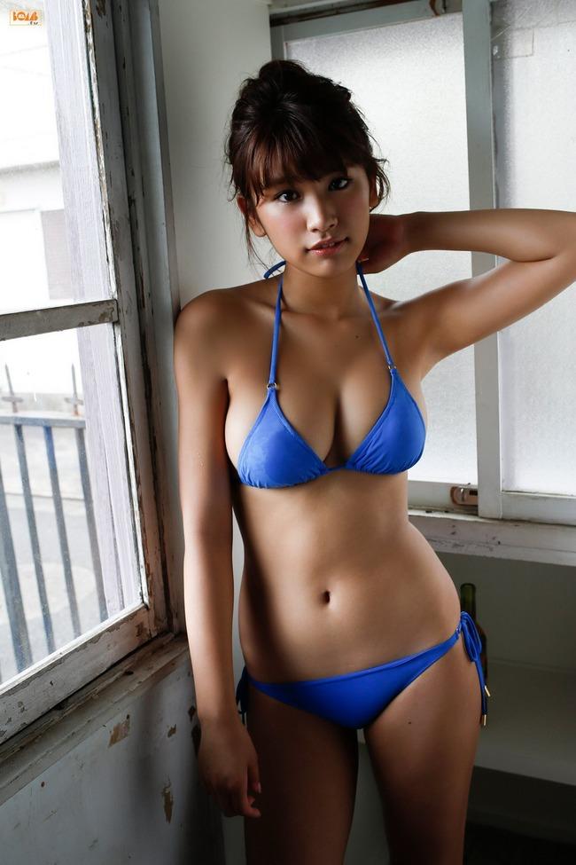 久松郁実 巨乳 グラビア画像 (9)