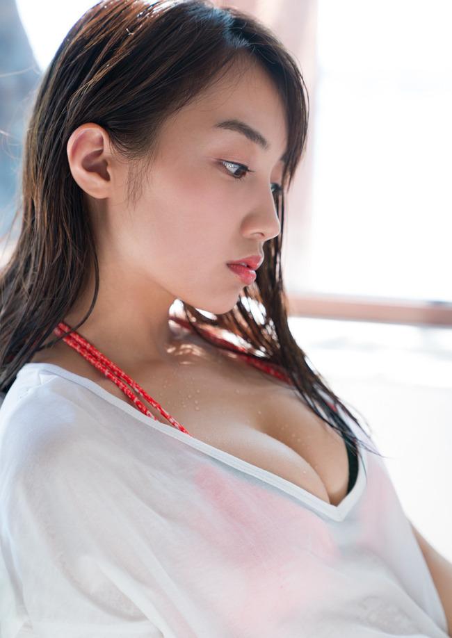 黒木ひかり 美乳 グラビア画像 (16)