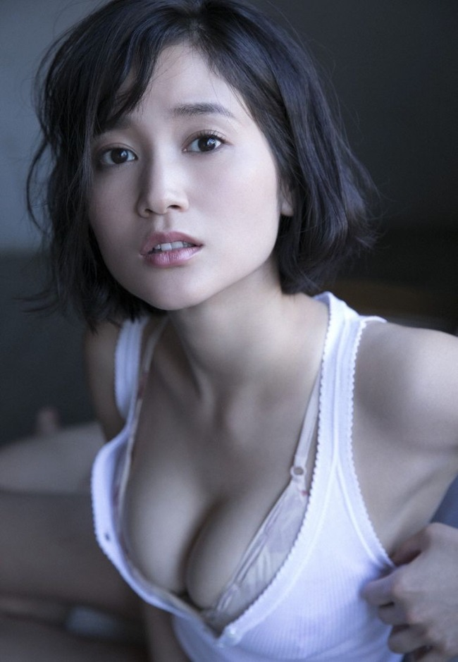 出口亜梨沙 巨乳 グラビア画像 (25)