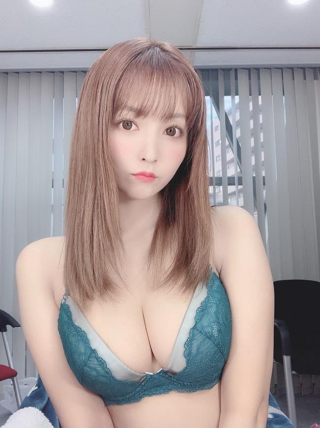 三上悠亜 Eカップ エロい (5)