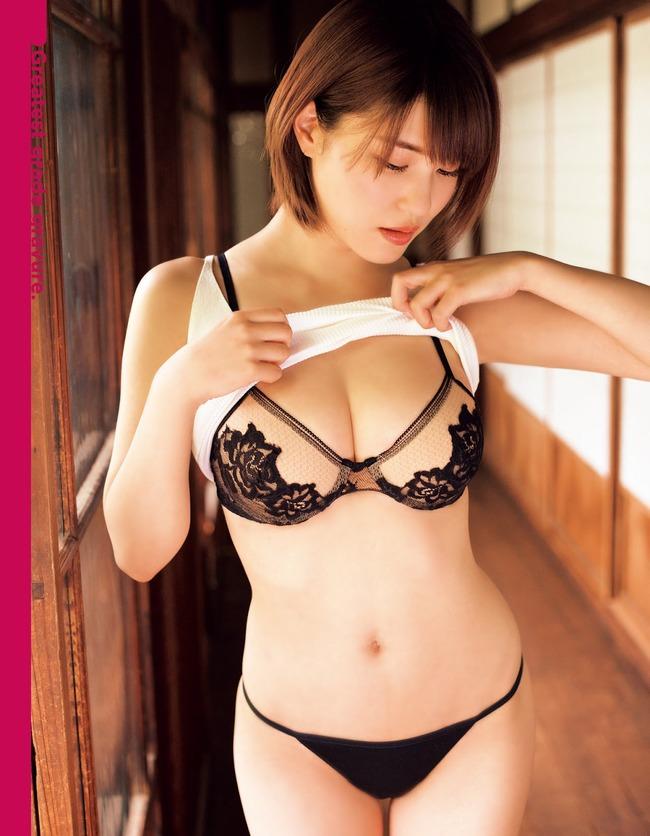 岸明日香 巨乳 エロい (14)