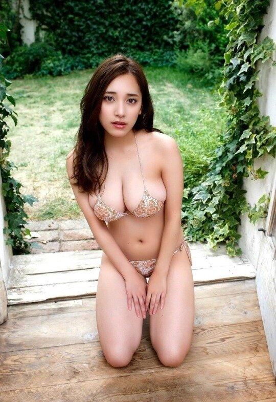 都丸紗也華 グラビア (21)