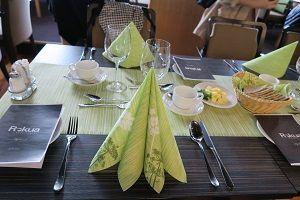 ROKUA テーブル