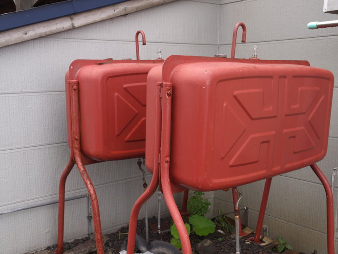 赤い双子で合計980ℓ。