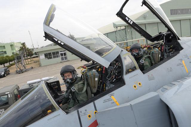 F‐4の後席パイロットから正面前方は見えない。後方の敵機を見張るのだ