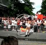 動画:裸で路上パレード [エロ]
