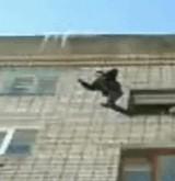 動画:雪に向かって大ジャンプ [感動]